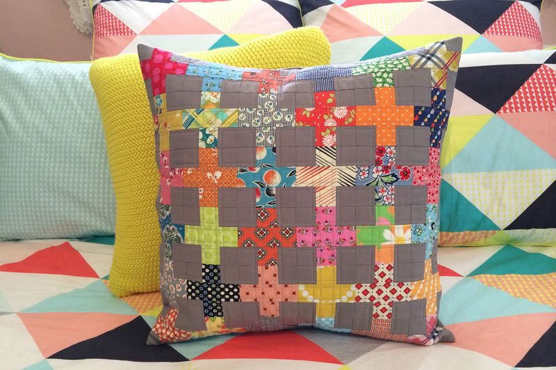Mardi's finished cushion2
